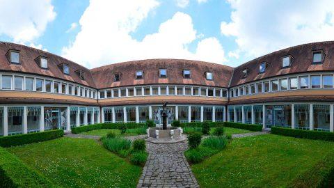 Innenhof Kreuzgang Schmerlenbach Tagungszentrum