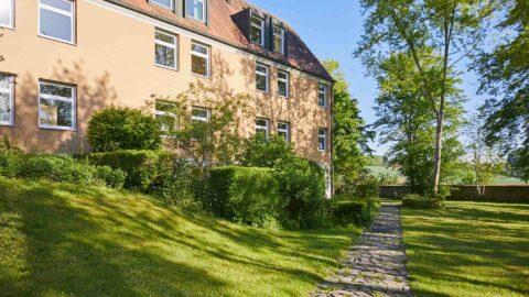 Tagungshotel Garten Bäume Urlaub Schmerlenbach