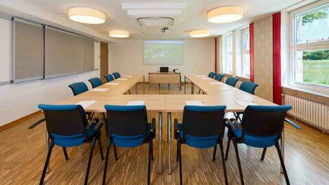 Tagungsraum-Hotel-Seminar-Beamer-Schmerlenbach